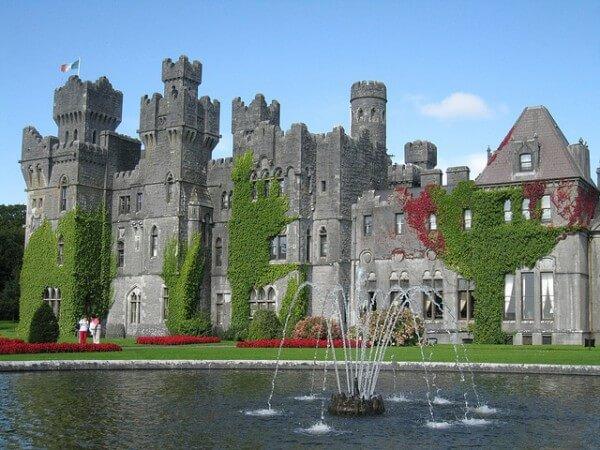 C'est de toute beauté : sites et lieux magnifiques de notre monde.  - Page 2 Cong-ashford-castle-irlande-600x450