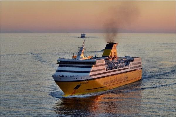 Traversée corse : faut-il prendre le ferry ou l'avion pour aller en Corse ?