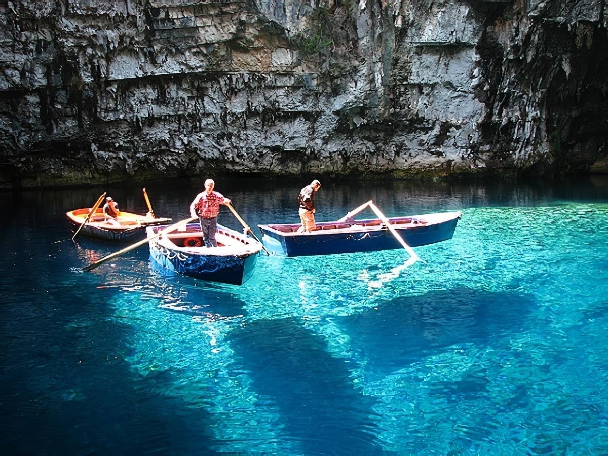 La grotte de Melissani en Céphalonie (Grèce)