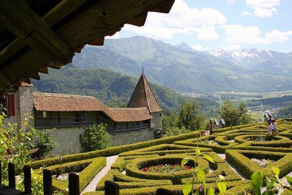 C'est de toute beauté : sites et lieux magnifiques de notre monde.  - Page 2 Gruyeres-suisse-600x400