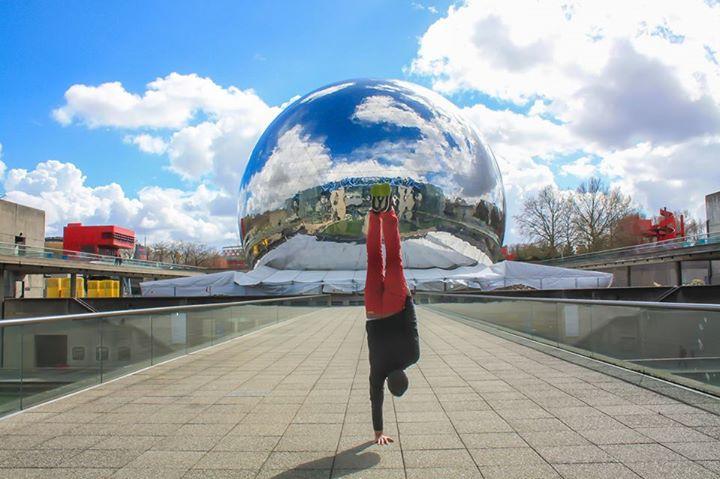 L'artiste Kapstand vous fait découvrir Paris sur une main