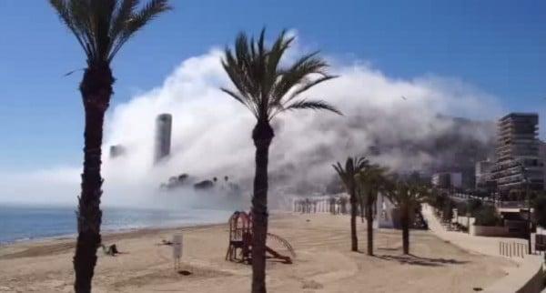 La ville d'Alicante plongée dans le brouillard