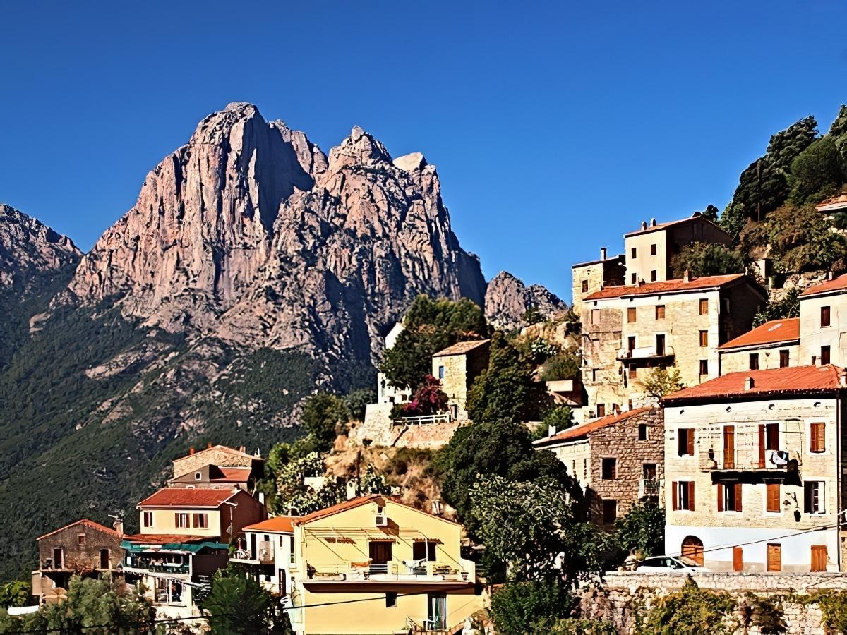 Road trip à travers les montagnes et villages corses