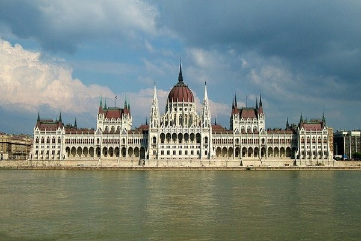 Visiter le parlement hongrois à Budapest