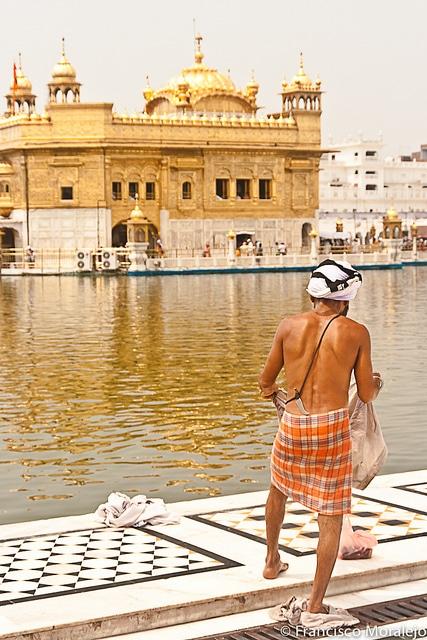 Pèlerin au Temple d'Or, Amritsar, Inde