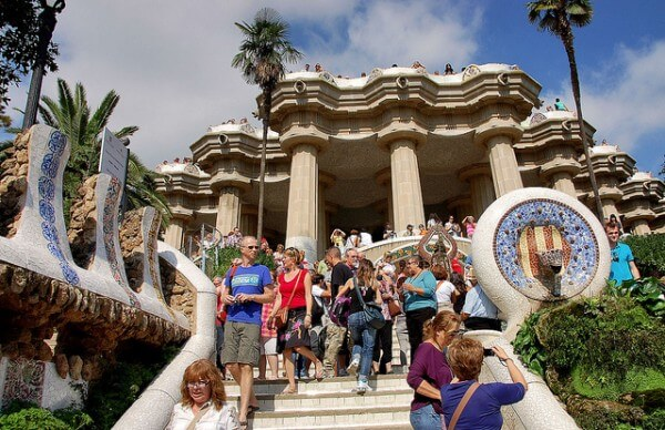 Touristes parc Guell Barcelone