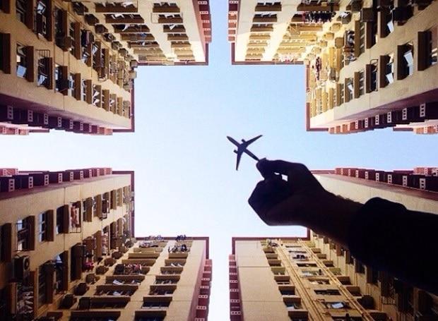 Varun Thota joue avec les avions