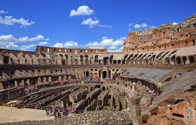 Les gradins du Colisée de Rome, Italie