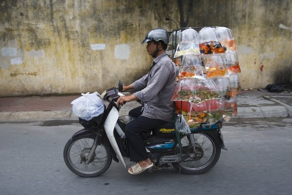 Ces scooters du Vietnam qui transportent des choses improbables