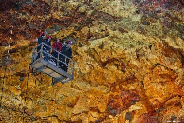Intérieur du volcan Thrihnukagigur en IslandeIntérieur du volcan Thrihnukagigur en Islande