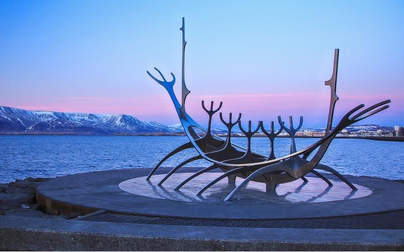 Squelette bateau viking par Jon Gunnar Arnason, Reykjavik