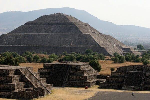 Pyramides Teotihuacan Mexico