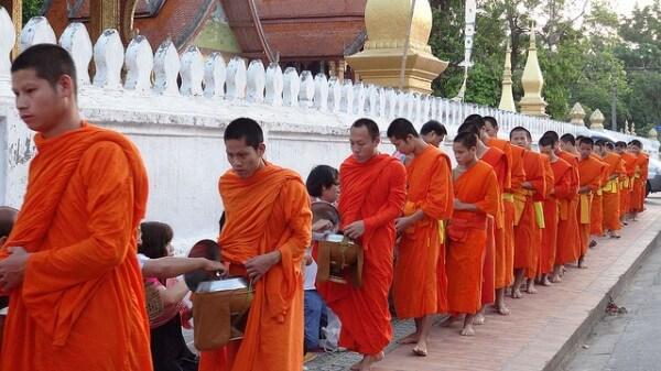 Tak Bat moines Luang Prabang