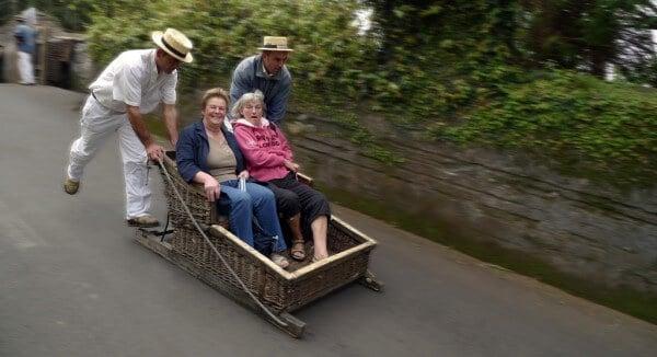Descente en traîneau en osier à Funchal, Madère