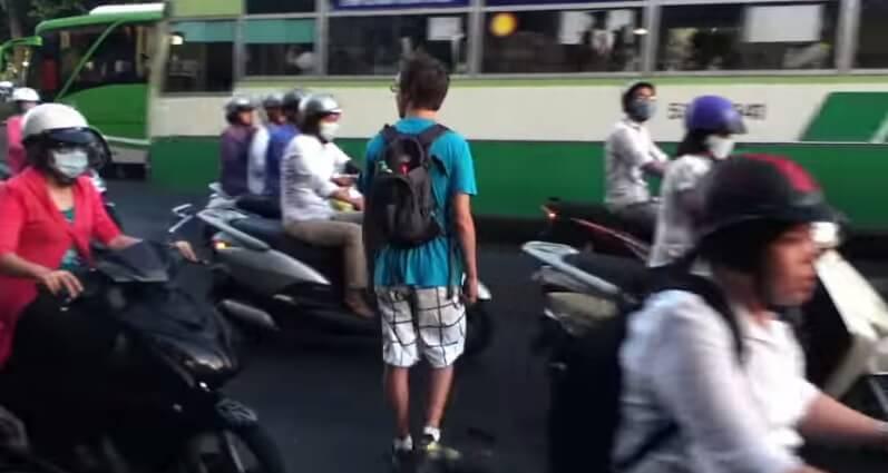 Comment traverser la rue à Ho Chi Minh Ville (Saigon) ?