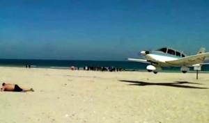 avion baigneur plage