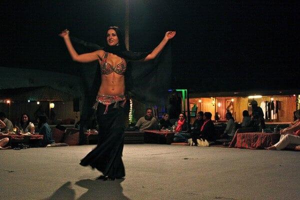 Barbecue safari désert Dubaï, danse du ventre
