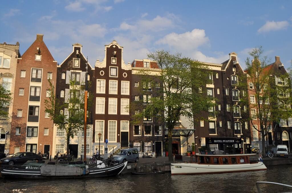 Visitez Amsterdam à travers une croisière sur ses canaux