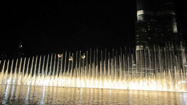 Fontaines de Dubaï, lac du Burj Khalifa