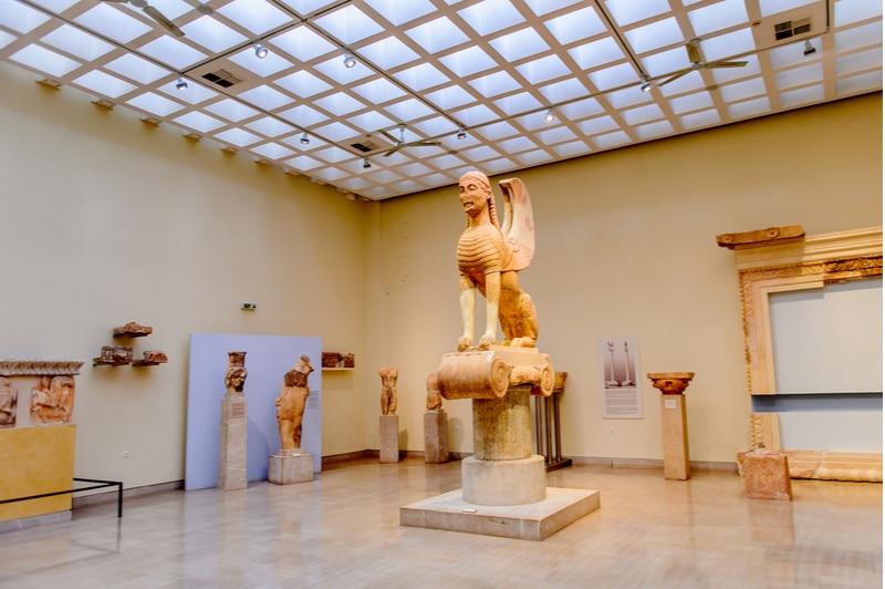 Intérieur du musée archéologique de Delphes