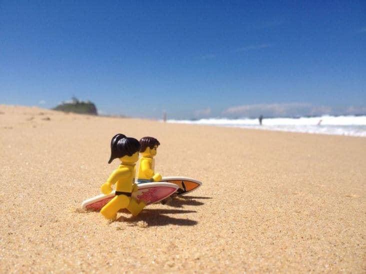 Un couple de Lego parcourt le monde