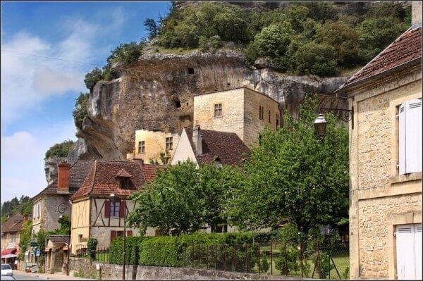 Les maisons troglodytes et les grottes des Eyzies de Tayac-Sireuil