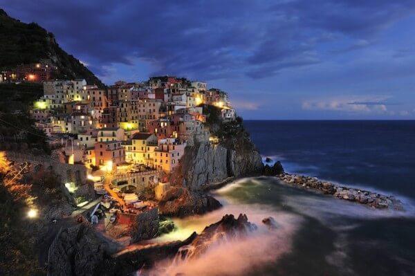 Manarola la nuit, Cinque Terre, Ligurie, Italie