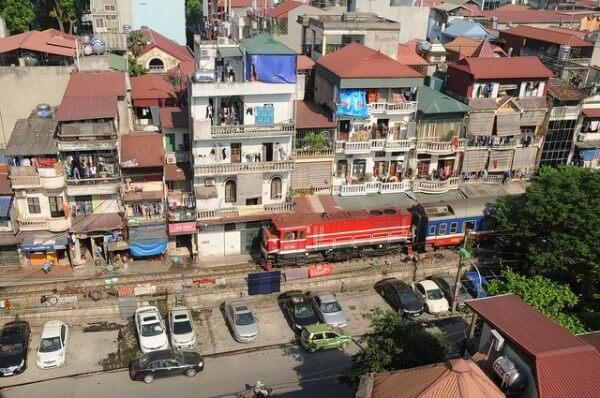 Train Hanoi