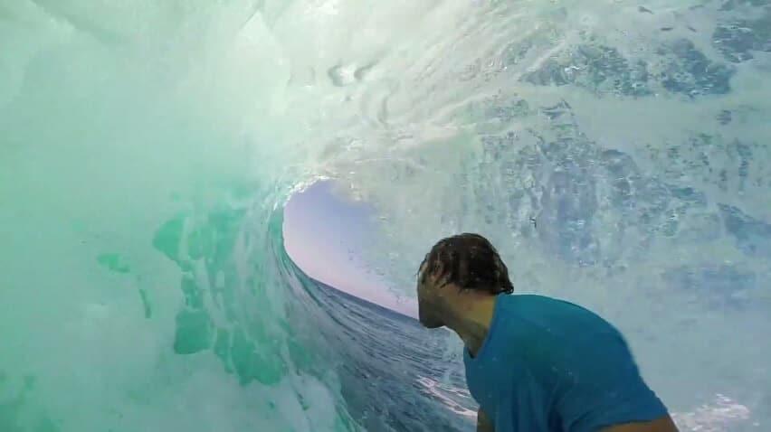 Voici pourquoi l'Indonésie est prisée par les surfeurs