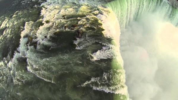 Les chutes du Niagara filmées par un drone