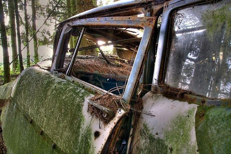 Cimetière de voitures à Châtillon, en Belgique