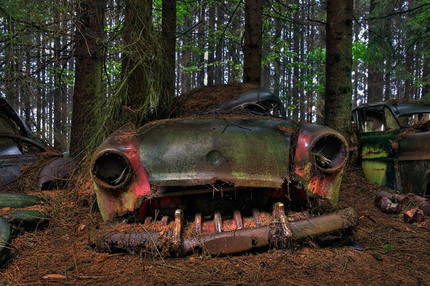 le mystérieux cimetière de voitures à châtillon, en belgique