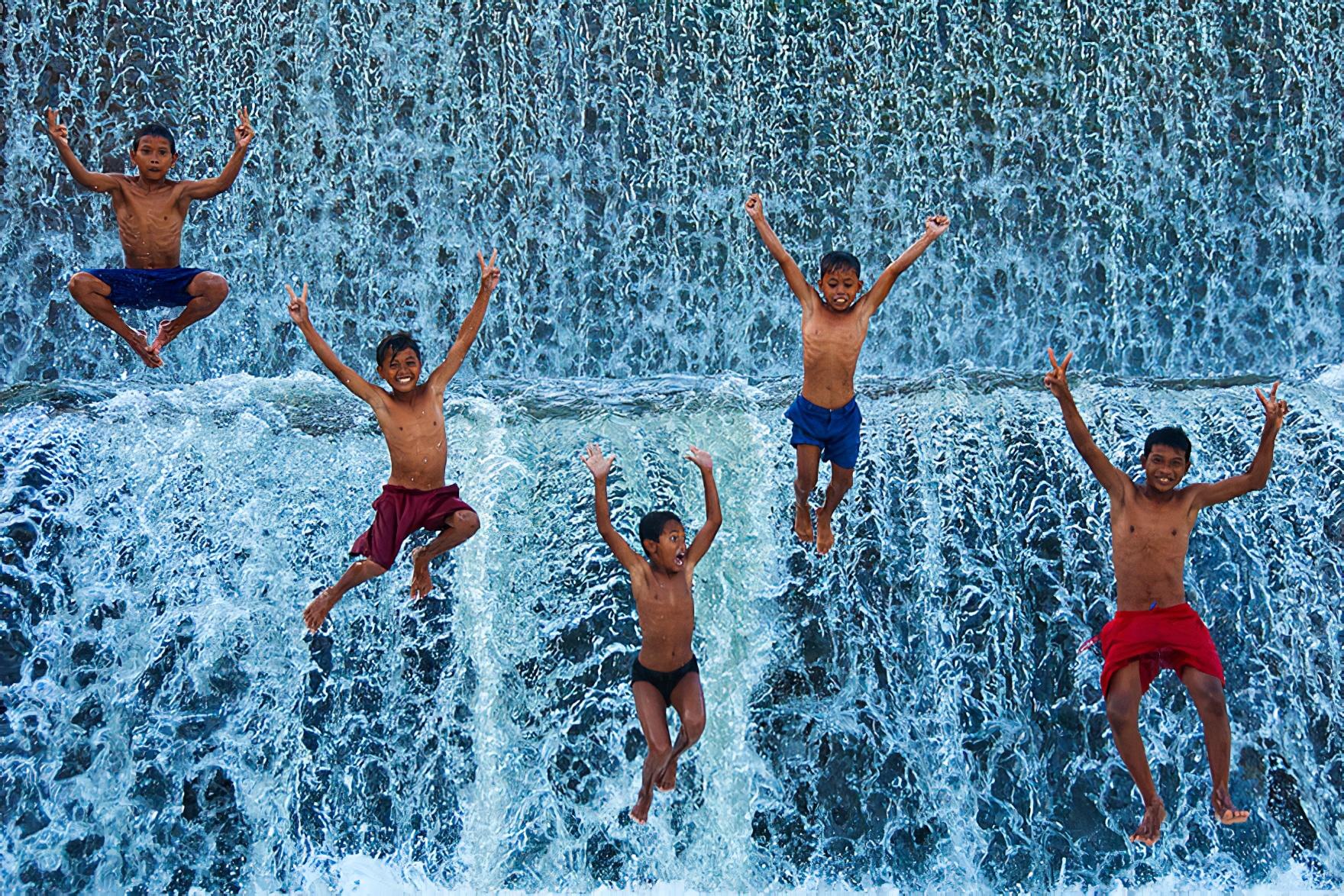 32 photos géniales d'enfants jouant autour du monde