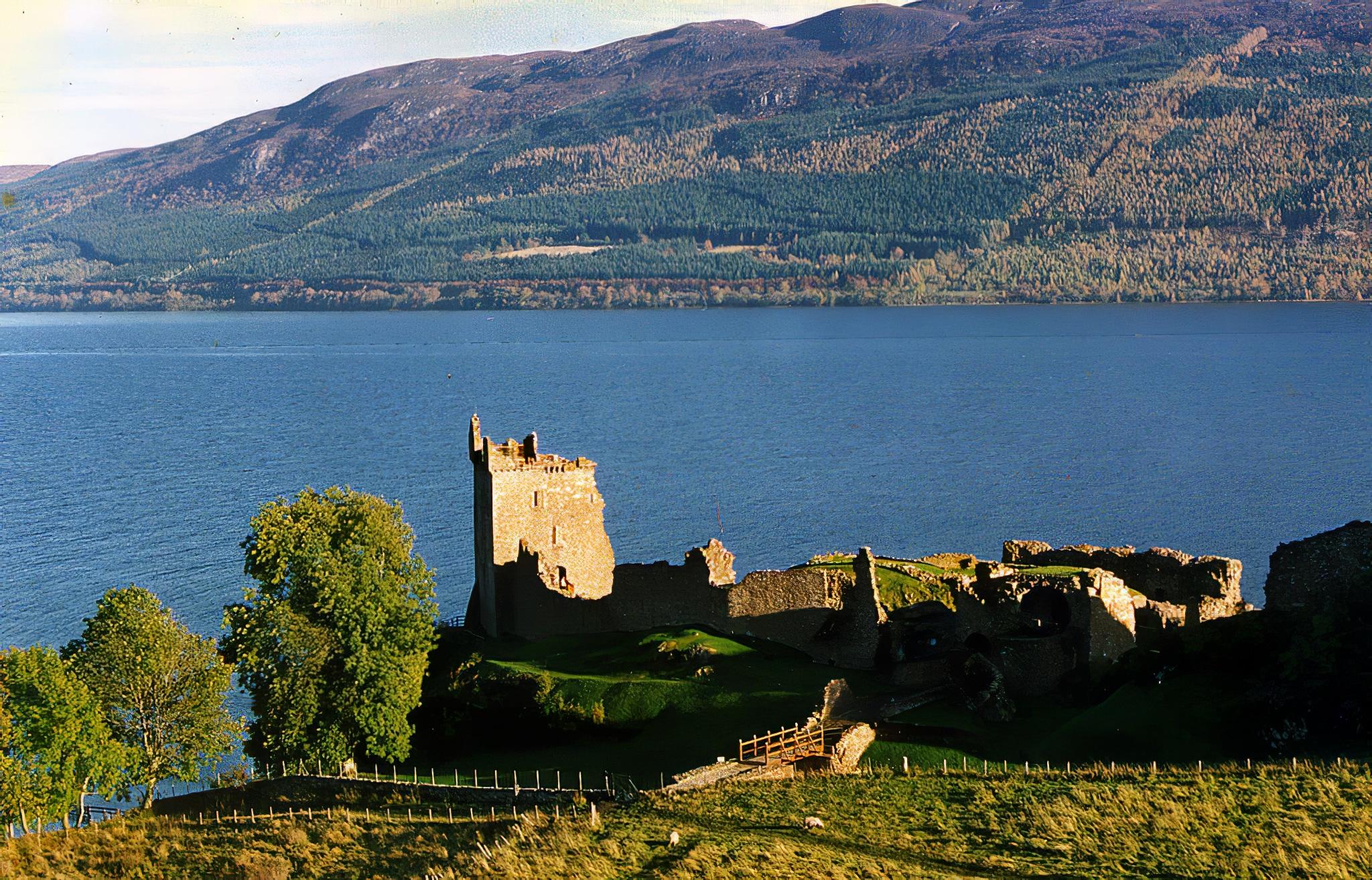Lac Loch Ness Ecosse Highland