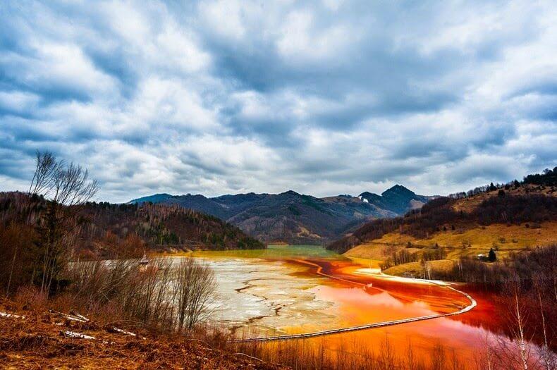 Lac toxique de Geamana, Roumanie