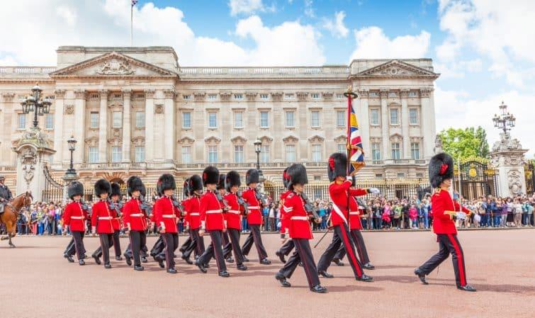 La relève de la garde, à Buckingham Palace