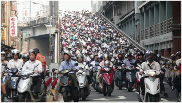 Une déferlante de scooters à Taïwan