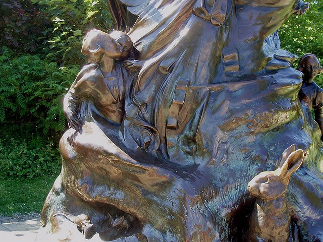 Statue de Peter Pan, jardins de Kensington, Londres