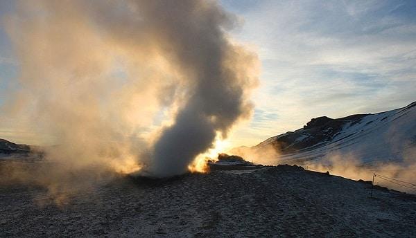 Tours de vapeur à Hverir, Islande