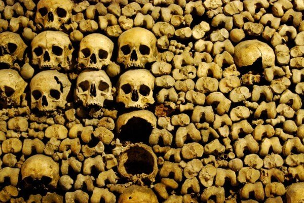 Visiter les catacombes de Paris avec billet coupe-file