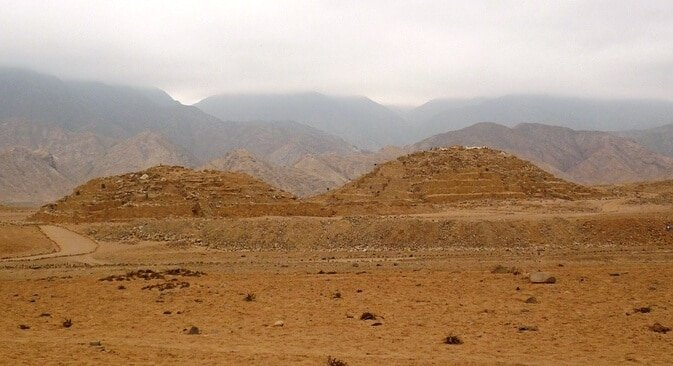 Caral cité précolombienne, pyramides, Lima