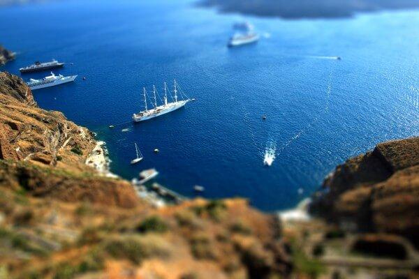 Visitez les plus belles plages de Santorin en croisière