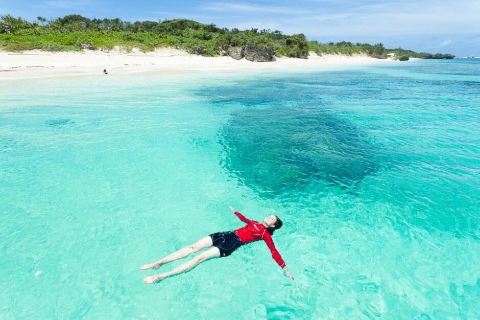 Les eaux les plus claires et les plus bleues sur Terre, îles et plages paradiaques