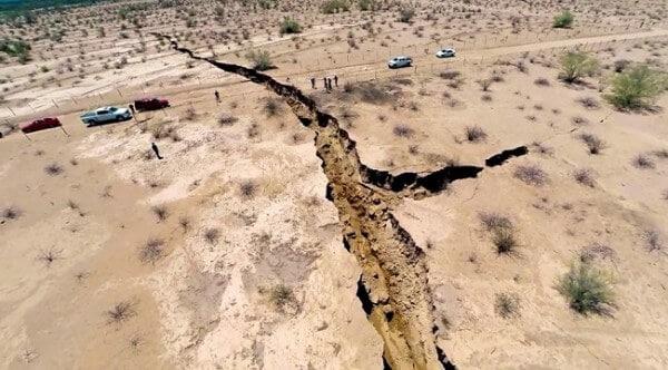 Une énorme faille déchire le sol mexicain