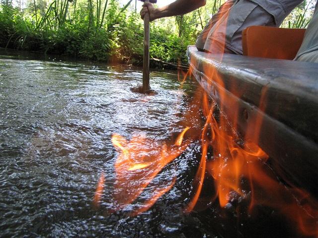 Le feu sur l'eau du Marais Poitevin