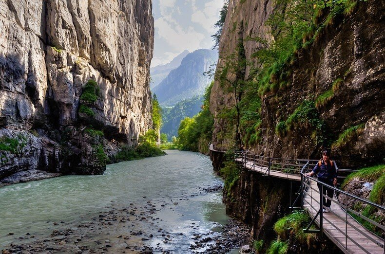 Le passage dans les gorges de l 39 aar en suisse for Quoi visiter dans le 78