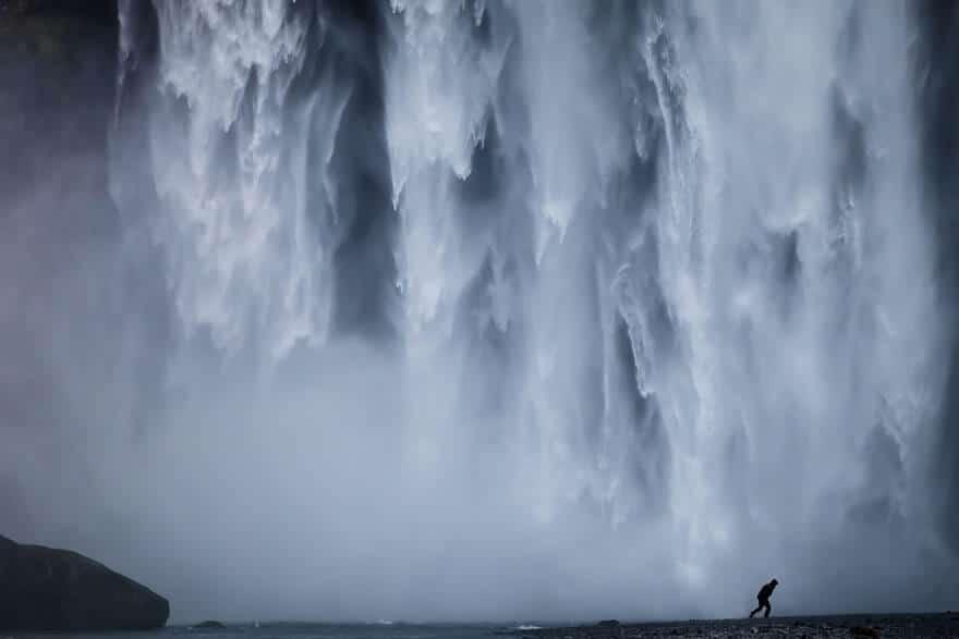 Hommes, femmes, Humains, nous sommes minuscule à côté de la majestueuse nature