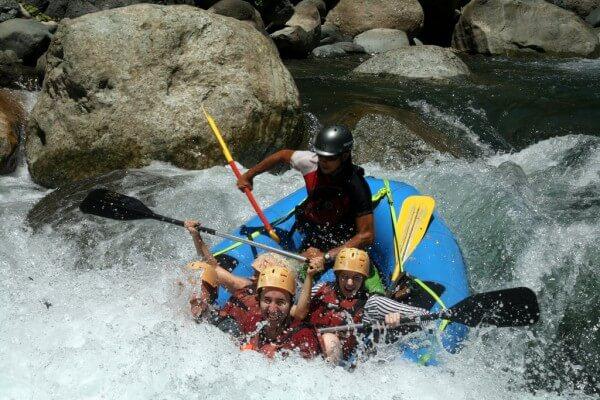 Faites du rafting sur les rivières sauvages du Costa Rica