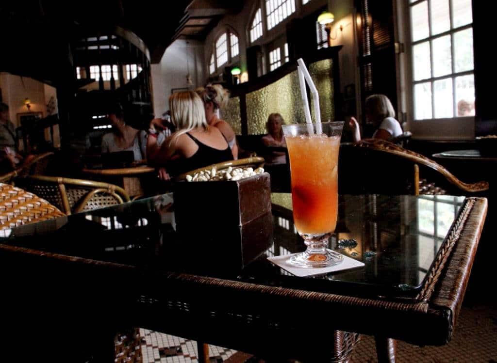 Visitez Singapour de nuit avec dîner et cocktail Singapore Sling