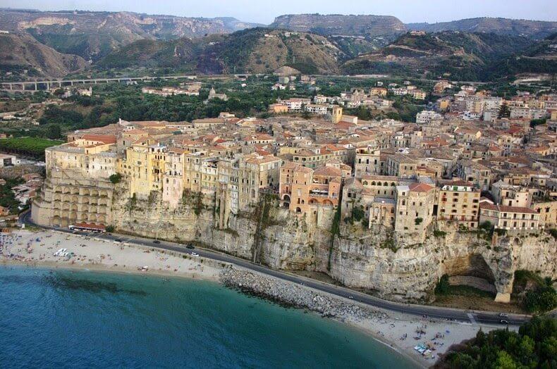 Tropea ville falaise côte Calabre Italie